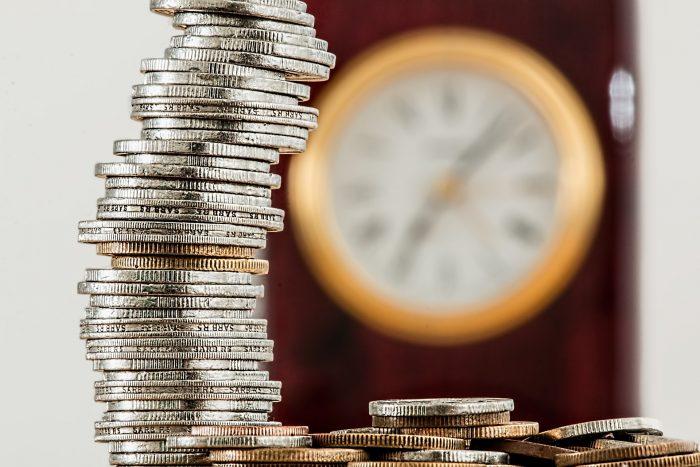 szybkie wypłaty - stos monet